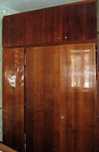 Как обновить старый полированный шкаф своими руками